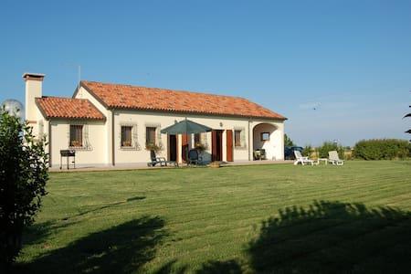 A Country oasis in a rural location - Cà Lino di Chioggia - Hus