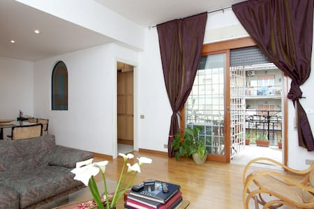 Small but nice single room in Rome