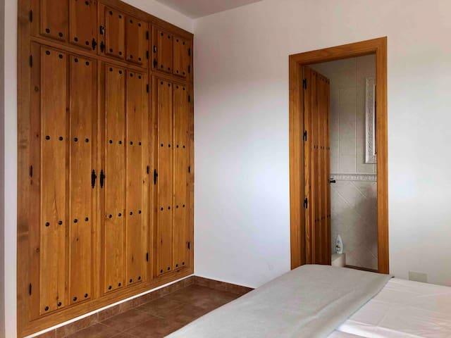 Slaapkamer 2 met eigen badkamer