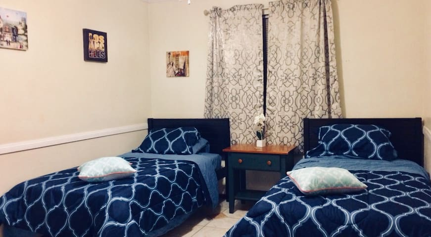CENTRAL , private room  in Lİttle İTaly