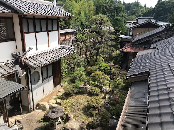 日本三大城跡 岩村城下町にある和建築の静かでゆったりとした癒し宿♪名古屋から車で約1時間ちょっと