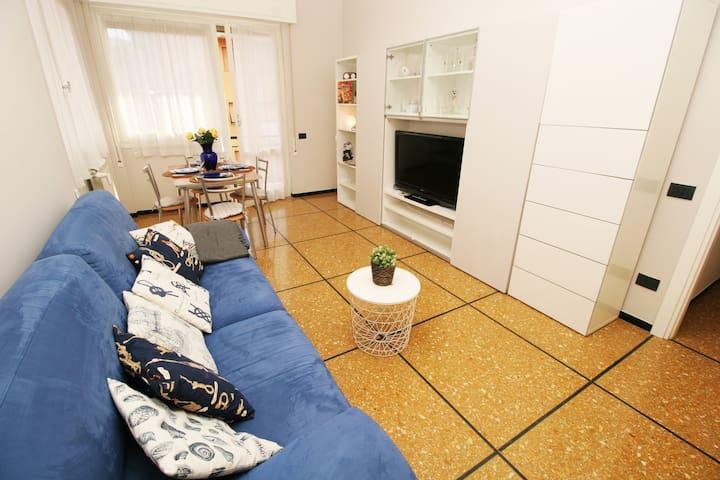 STELLA > cozy, renovated apt with parking & wifi