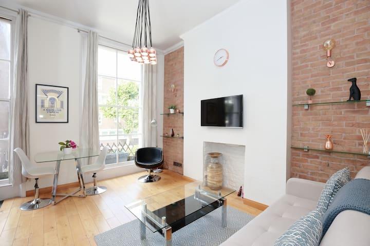 Modern, stylish and trendy Notting Hill pad!