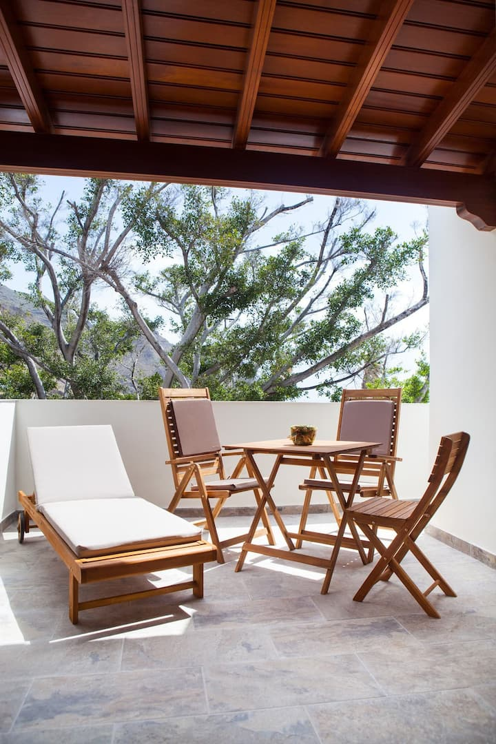 """Cozy Apartment """"Casa Julia 1"""" close to the Beach with Sea View, Wi-Fi, A/C & Private Terrace; Parking Available"""