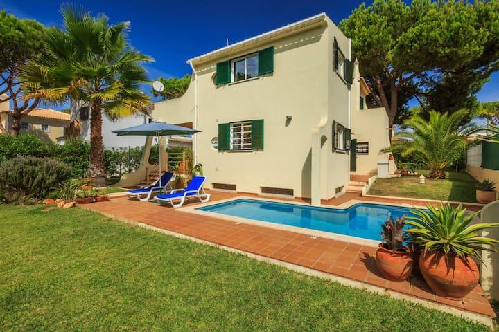 Algarve Villa with Pool, sleeps 6 - Quarteira - Villa