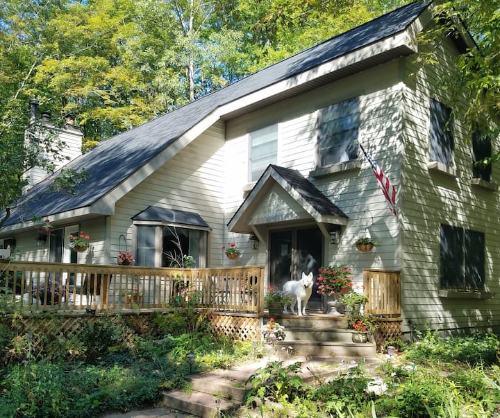 Cozy cottage close to Boyne Highlands and Nubs Nob