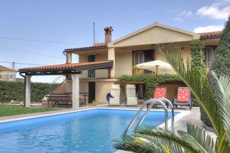 Villa Maria-Istrian house with pool - Tar - Ev