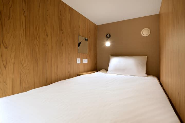 晶贊都會旅店Hostel-8人房之一床