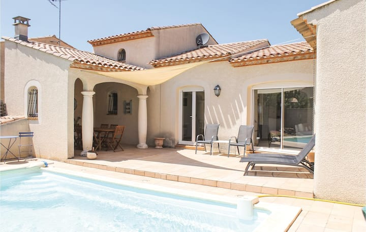 Stunning home in Roujan with Outdoor swimming pool, WiFi and 4 Bedrooms