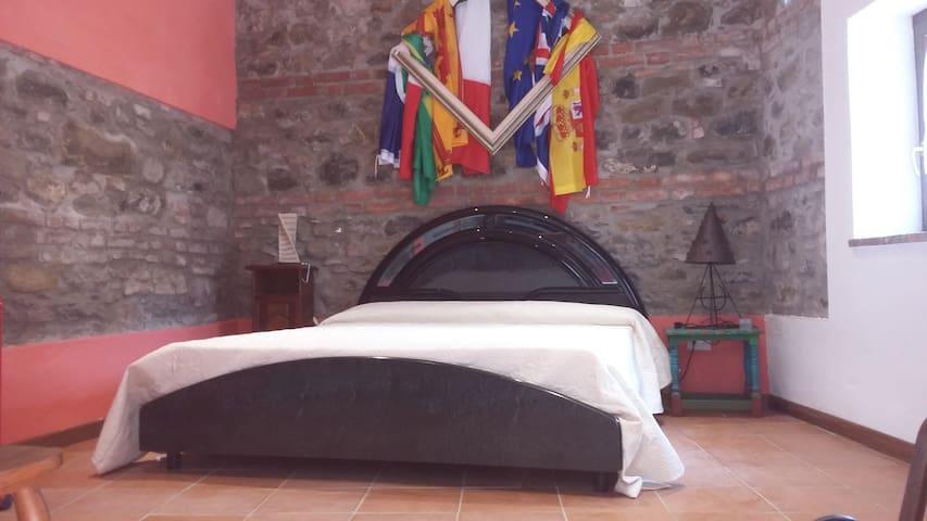STANZA  matrimoniale PRIVATA CON BAGNO E CUCINA - Castelnuovo di Garfagnana - ที่พักพร้อมอาหารเช้า