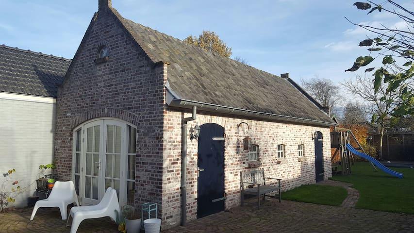 Sfeervol vrijstaand huisje in grote tuin - Berkel-Enschot