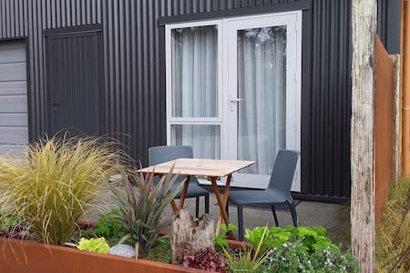 Four Oaks Manapouri sparkling clean self catering