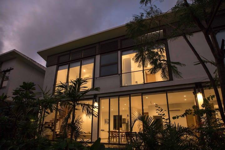 Sun Contemporary private pool villa in North Goa