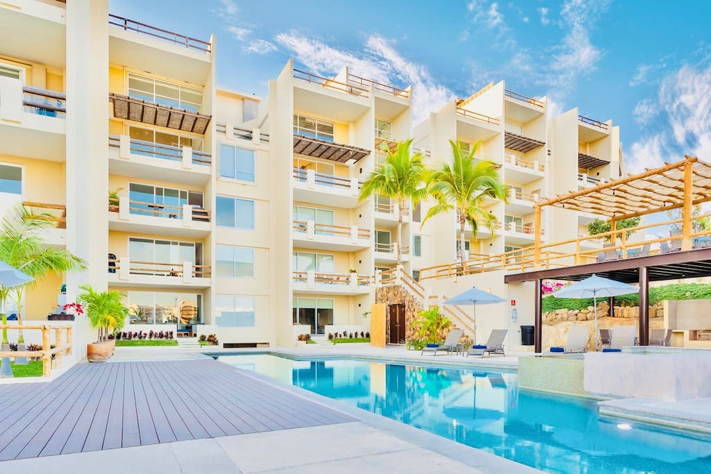 Amazing 2 Bedroom Pool Front And Jacuzzi Condo