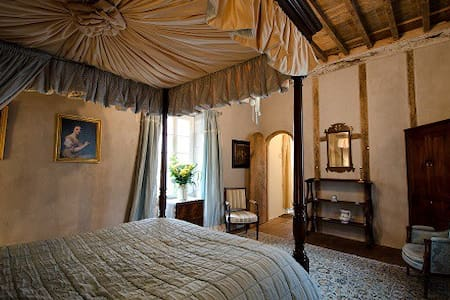 Luxurious Gothic Suite in Lautrec - Lautrec - Bed & Breakfast