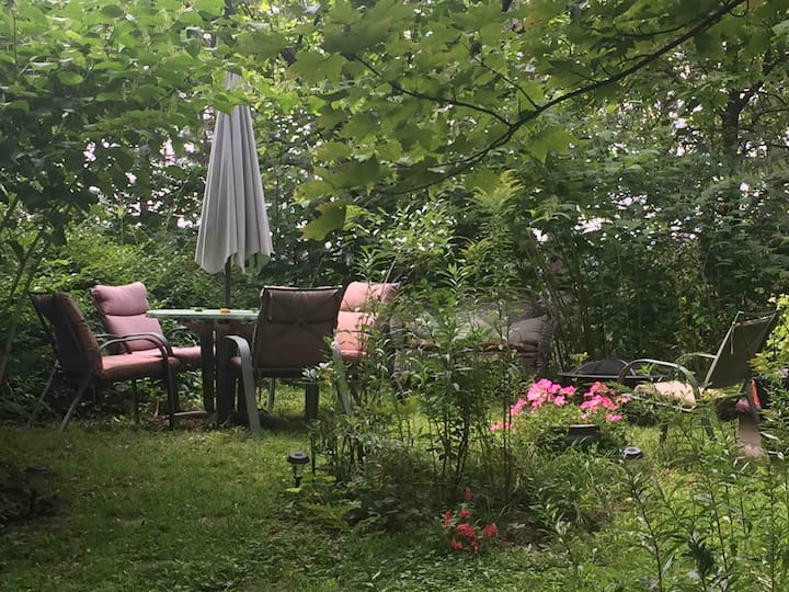 Charming Ghent Getaway, minutes from Hudson!