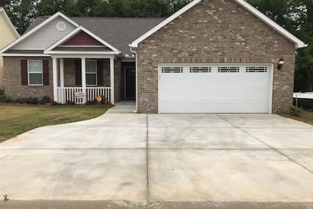 Close to I 75, AFB, Hospitals,Perry Fairgnd Rm 1