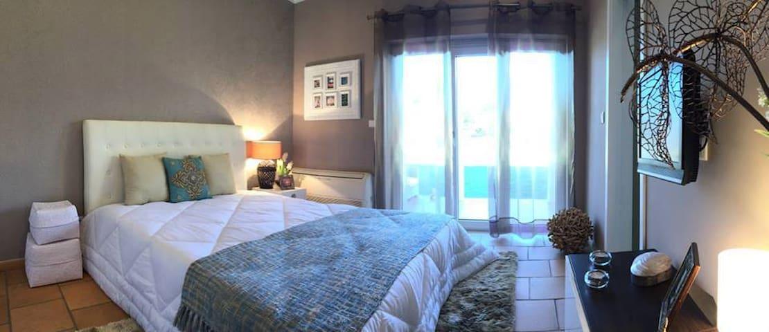 Villa Magnolia - Suite Buganvília - Sobreda - Bed & Breakfast