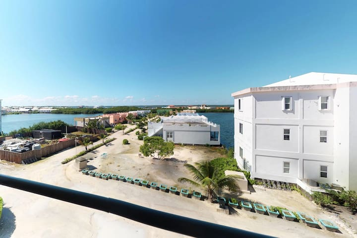 Comfortable, waterfront condo with shared pool - walk to the nearby beach