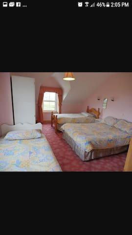 Quad bedroom near Doolin, 1-4 guests & breakfast