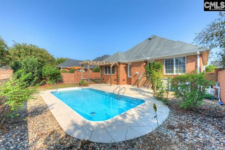 Stunning, Spacious & Newly Renovated 3 BR w/Pool!