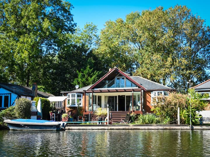 Private island in Sunbury on Thames