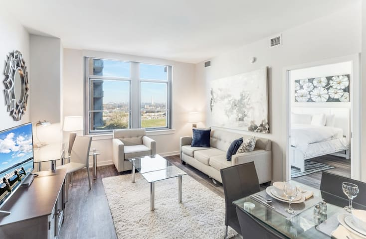 Modern 2BD | Crystal City | +Pool & Gym | by GLS