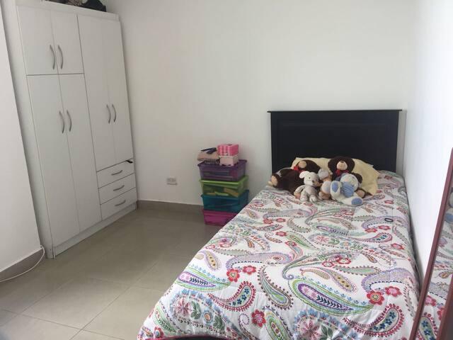 Lindo cuarto con vista al Parque  Omar