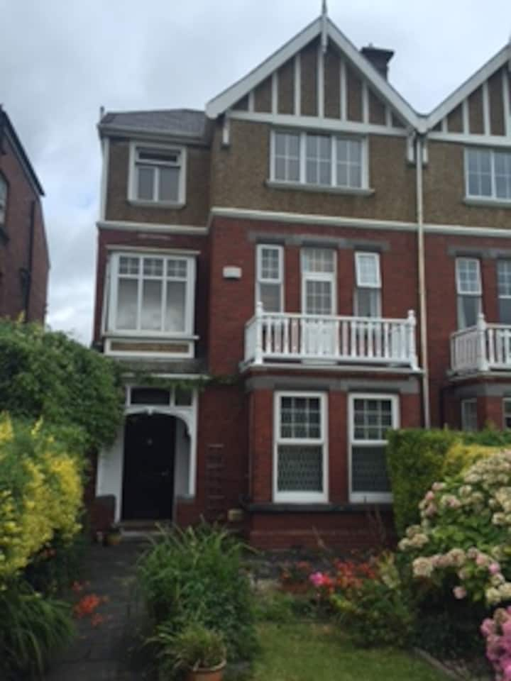 Large Victorian house on Ennis Road