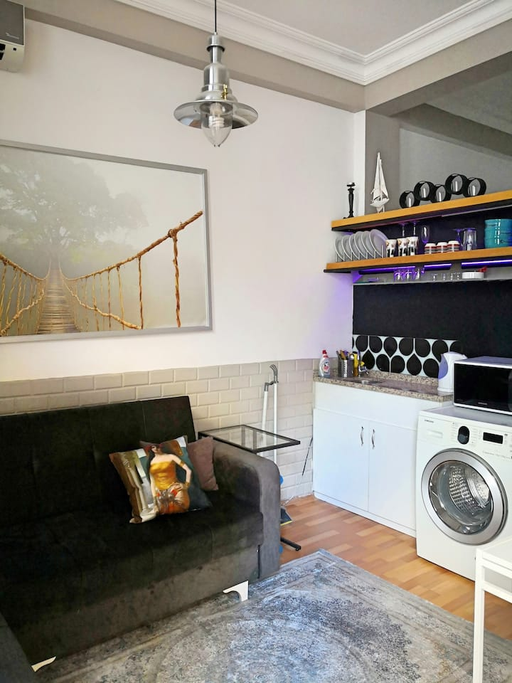 Studio in Galata area near Tram St.