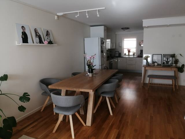 Bynær leilighet, men stille og rolig