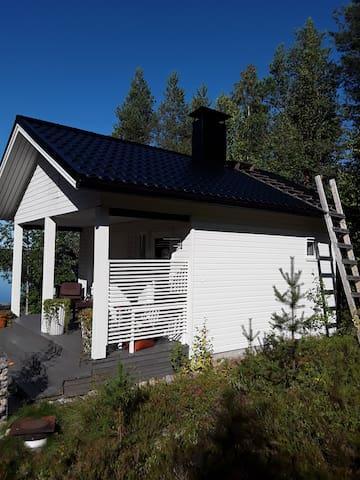 Saunamökki / Cozy sauna cabin by the river