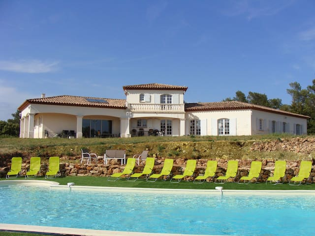 Property 3680 ft2 over 3.7 ac + pool in Provence - Besse-sur-Issole