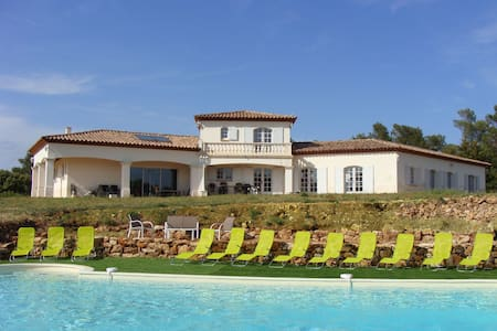 Property 3680 ft2 over 3.7 ac + pool in Provence - Besse-sur-Issole - วิลล่า