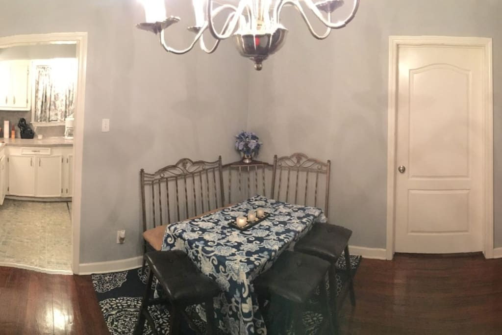 Dining area w/ additional seating (chaise lounge in room)