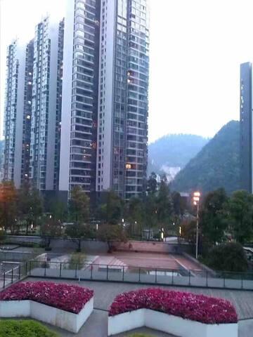 【果冻の家】 套房一室一厅 | 近贵阳北站 | 黔灵山后山 | 有钢琴 | 冬暖夏凉