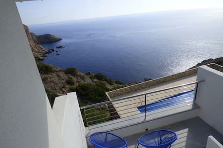 Seafront, pkg, pool, breathtaking sea view