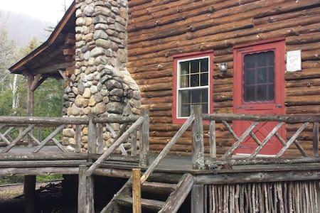 Camp Sleeping Bear - North River - Blockhütte