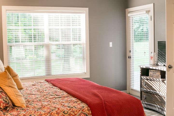 Master Bedroom :: King Bed