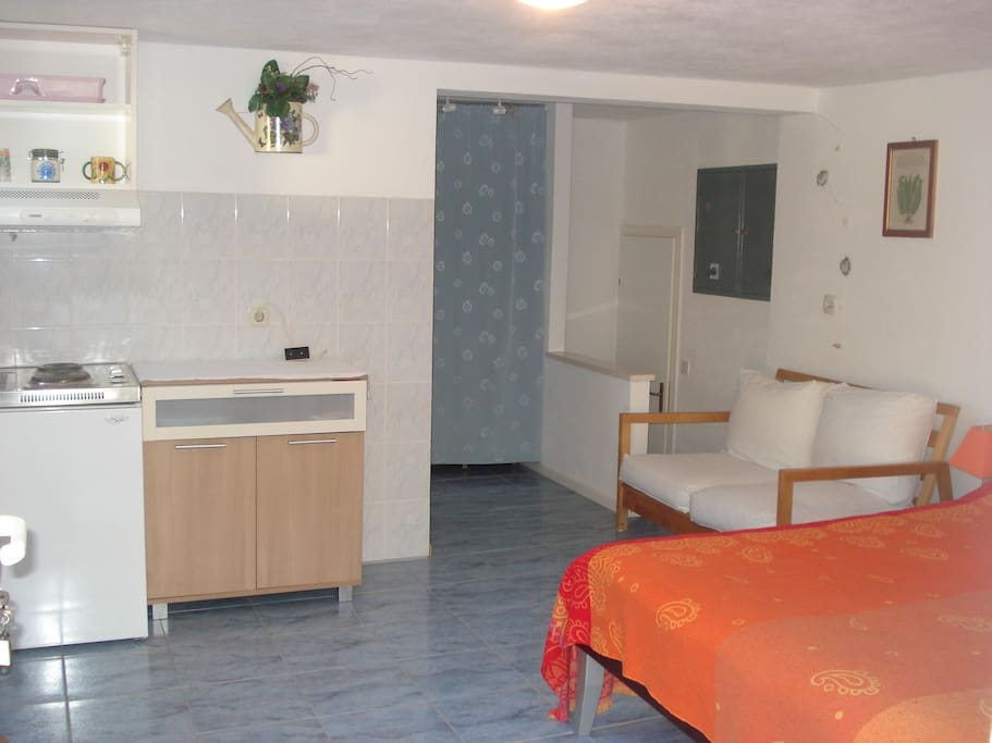 Studio with double bed, kitchenette
