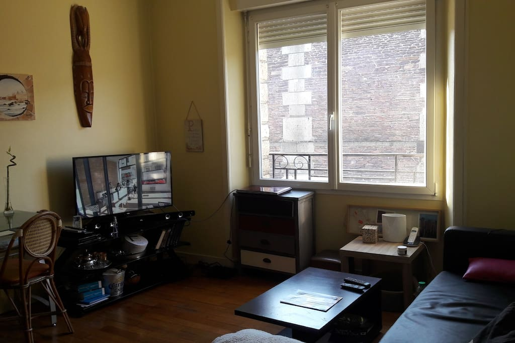 Le salon avec Wi-Fi  tėlė coin bureau .
