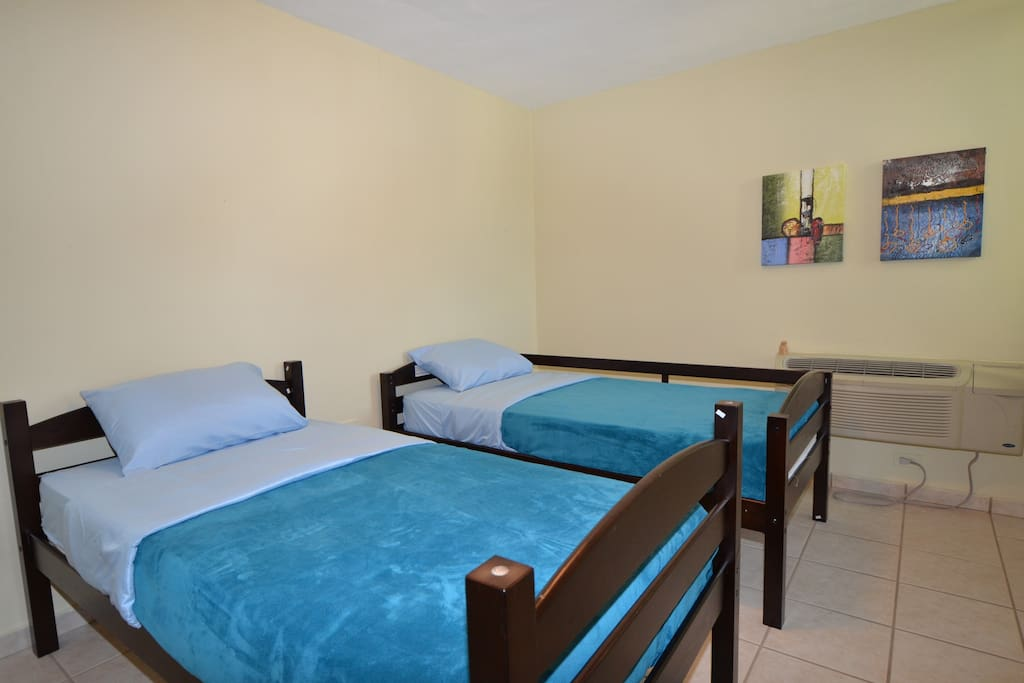 Bedroom 3 with 2 twin beds and AC