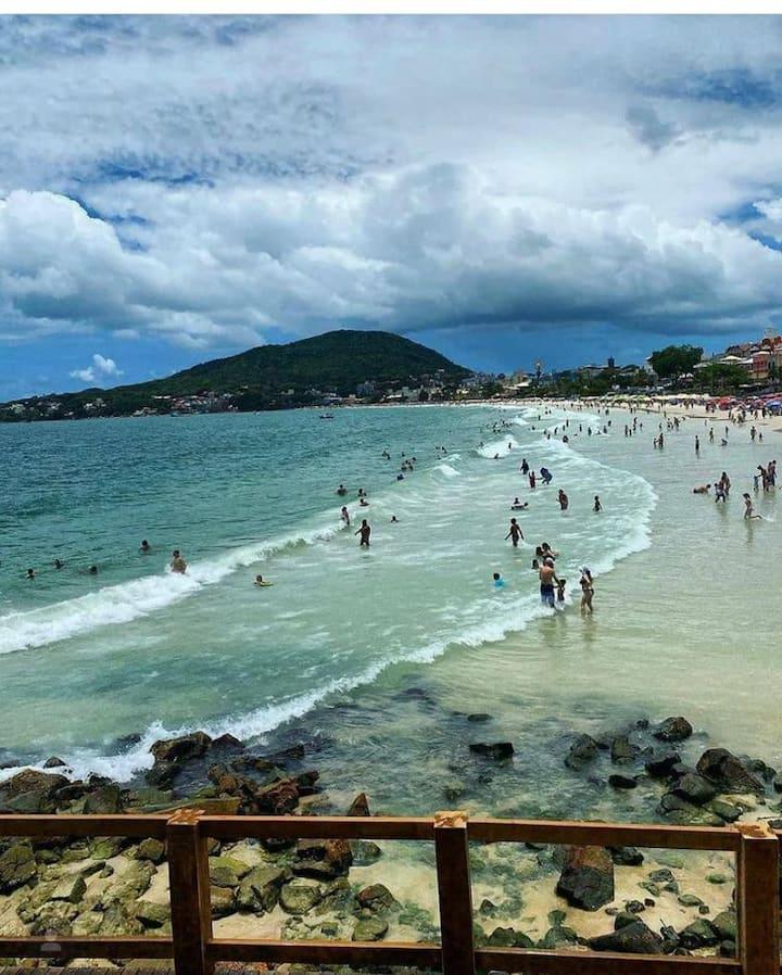 Lindo Apto,  Bombinhas SC , 50 mts. da praia.