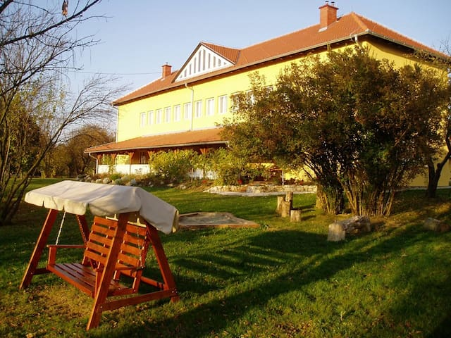 Rooms near A2 motorway to Zagreb - Mirkovec - Huoneisto