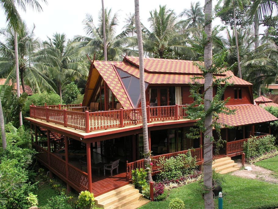 P5 Bali Thai Teak House in a tropical garden on the beach with views of the gulf of Thailand