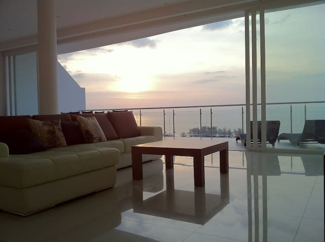 Top penthouse floor with huge balcony and the most fantastic sunset