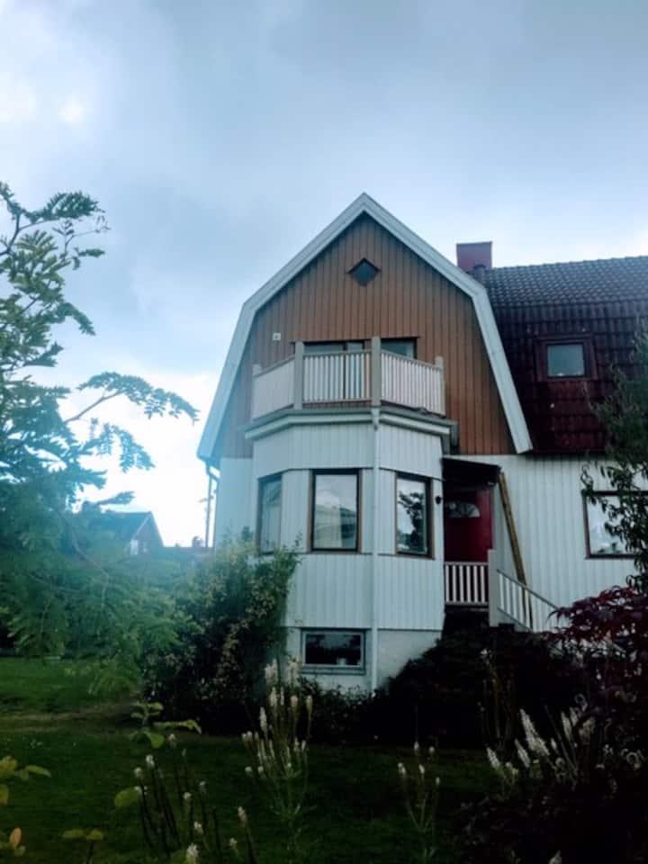 Stor sekelskiftsvilla nära Göteborg city