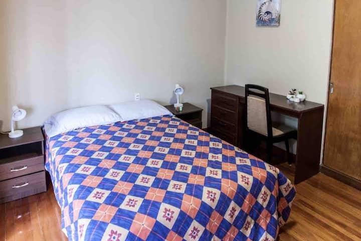 Habitación privada en casa de huéspedes buena zona
