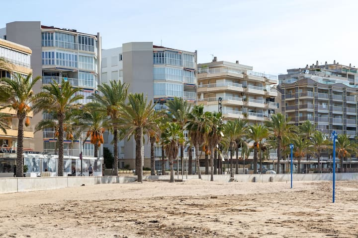 Quaint Apartment in Salou for 4 People