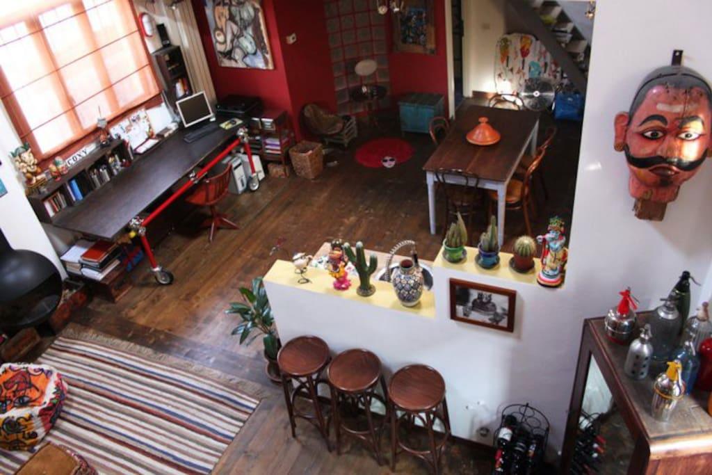 vista dal soppalco, zona cucina, scrivania...